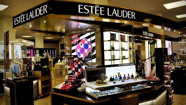 Ein Kosmetic-Counter in einem Einkaufzentrum.