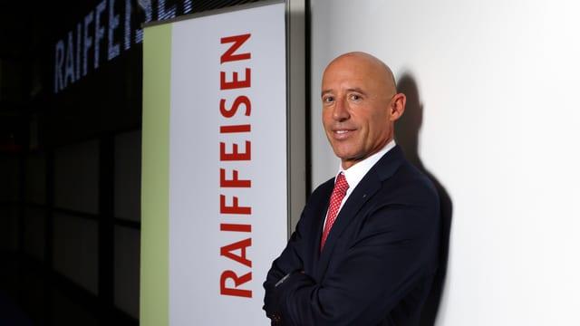 Patrik Gisel, il schef da la Raiffeisen.