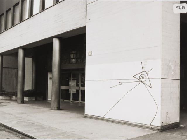 Ein echter «Nägeli» an der Wand.