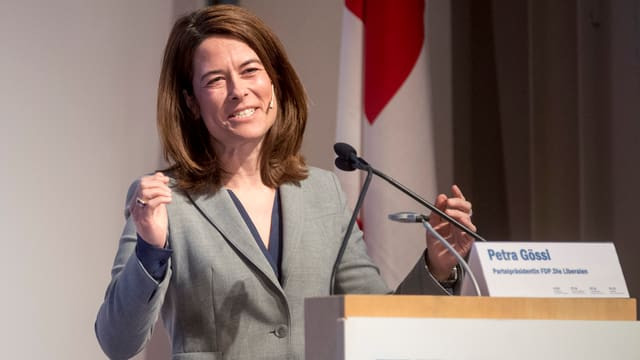 purtret da Petra Gössi, presidenta da la PLD Svizra