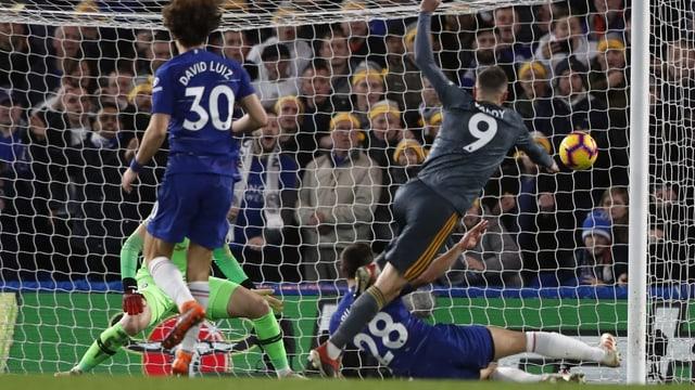 Vardy schiesst das 1:0 für Leicester.