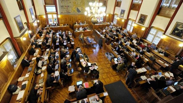 Parlament im Saal des Zürcher Rathauses während einer Sitzung.