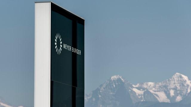 Meyer Burger Schriftzug am Hauptsitz in Thun