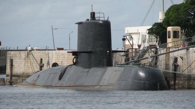 Argentinisches U-Boot «San Juan» am Pier fest gemacht.