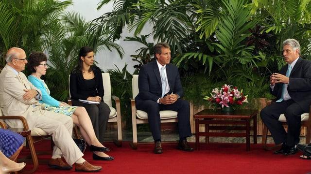 Il vicepresident cuban Miguel Díaz-Canel en discurs cun 3 senaturs dals Stadis Unids.