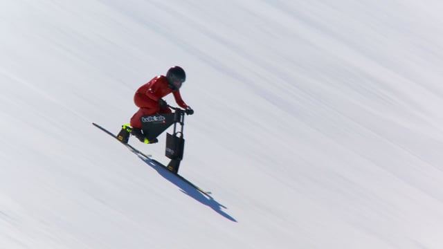 Video «Weltrekordversuch: Highspeed mit dem Snowbike» abspielen