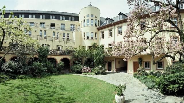 Grosses Haus und Garten