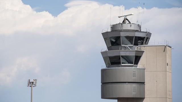 Tower cun centrala da controlla aviatica a Turitg-Kloten.