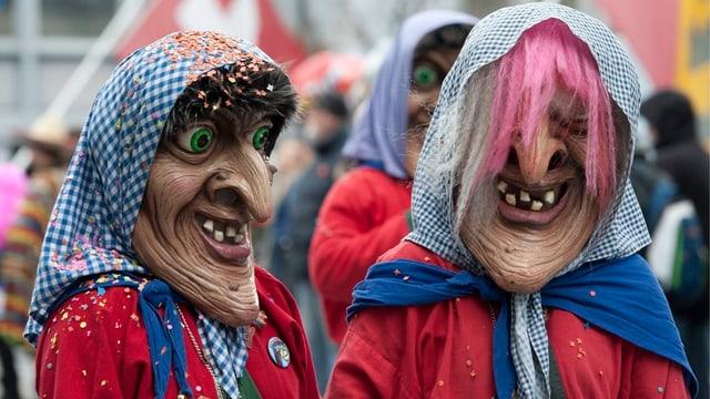 Zwei verkleidete Frauen.