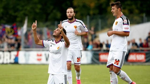Die FCB-Akteure bejubeln einen Treffer gegen Meyrin.