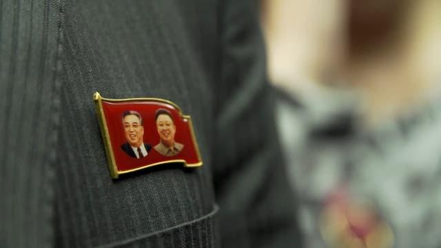 Pin mit Kim Jong Il und Staatsgründer Kim Il Sung