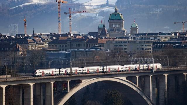 Panorama und Bern und Zug vorne dran