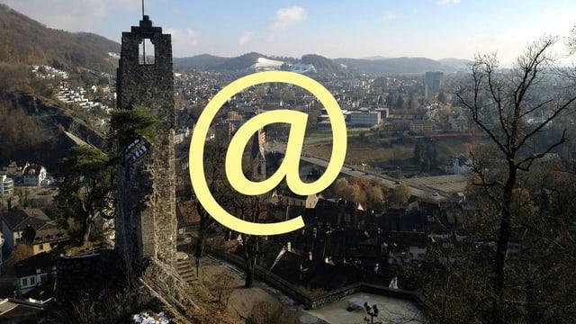 Ein Bild der Stadt Baden mit einem @-Zeichen im Vordergrund