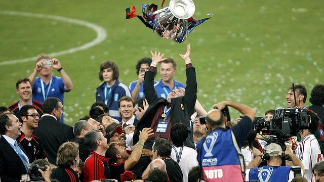 2007 konnte Carlo Ancelotti den Champions-League-Pokal erneut in die Höhe stemmen.