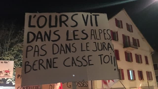 Ein Transparent der Demonstranten.