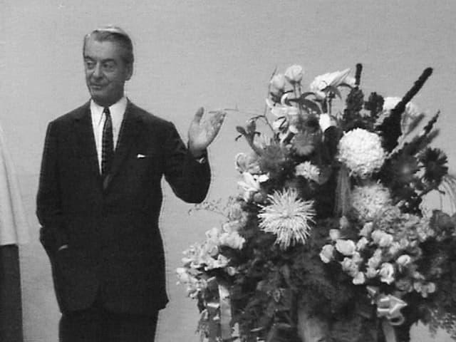 Noch ist das Bild mit SRG-Generaldirektor Marcel Bezençon in schwarz-weiss zu sehen. Aber nicht mehr lange.