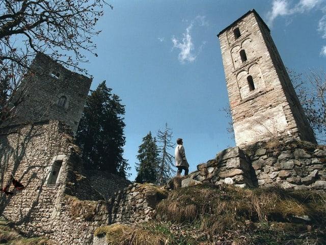 Tranter las ruinas dal chasté da Munt S. Gieri sper Vuorz en Surselva sa chatta in dals emprims clutgers dal Grischun. El è probablamain 1000 onns vegl.