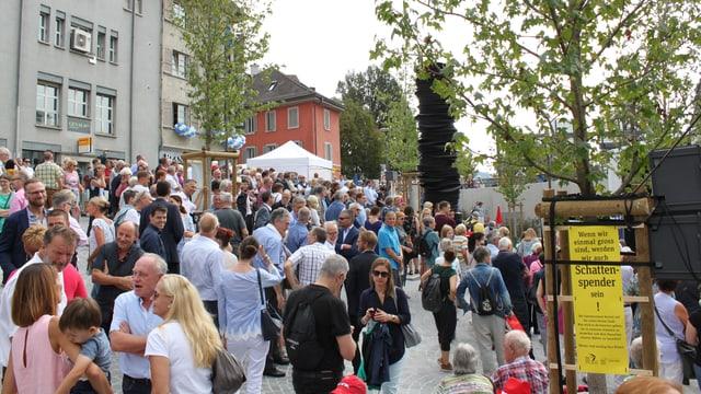 Viele Leute auf einem Platz