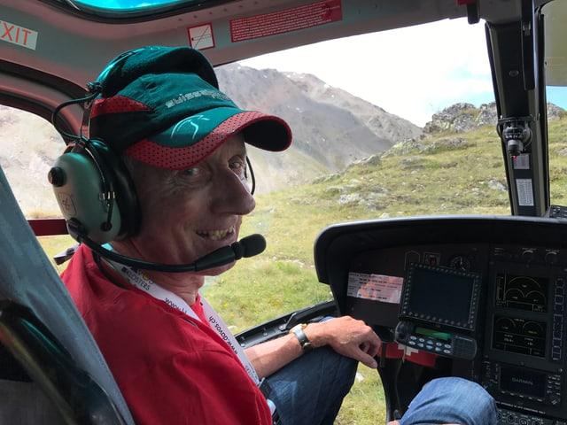 Andrea Tuffli, l'iniziant ed organisatur dal Swissalpine Irontrail en l'helicopter.