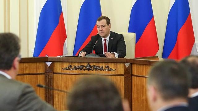 Russlands Regierungschef Dimitri Medwedew besuchte die Krim und versprach der Bevölkerung finanzielle Unterstützung.
