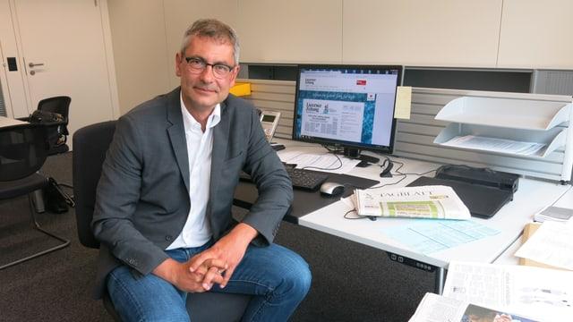 Pascal Hollenstein im Büro.