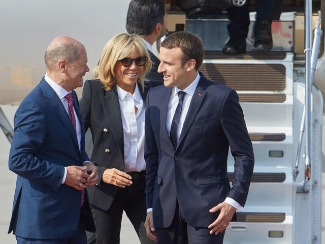 . Emmanuel Macron (r), Präsident Frankreich, mit Ehefrau Brigitte und Olaf Scholz, erster Bürgermeister Hamburg