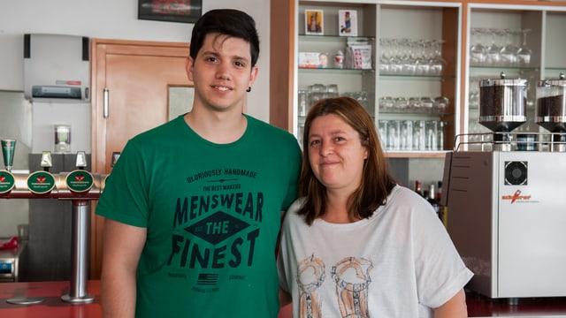Tiago Ferreira e sia mamma Manuela Flores De Figueiredo fan ir l'ustaria.