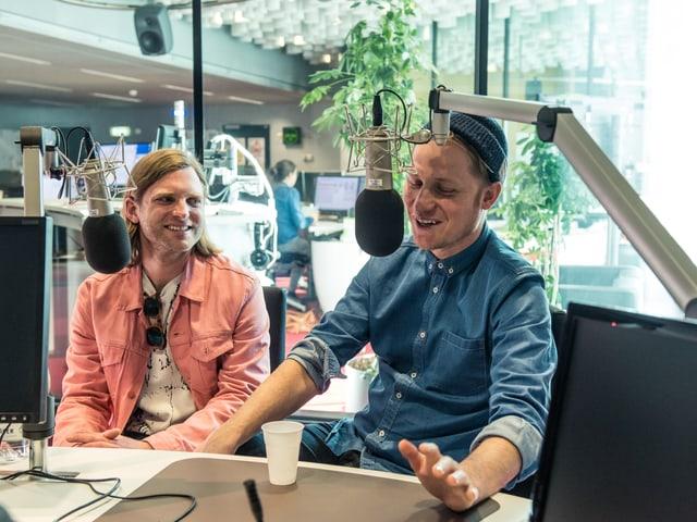 Philipp Morscher e Stefan Buck han plaschair da raquintar da lur nov album