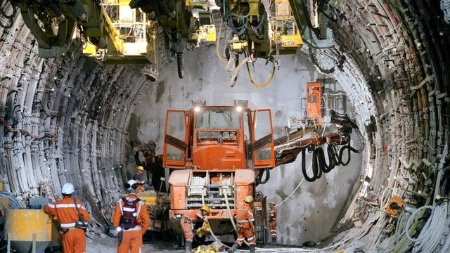Lavurs en il tunnel da la Neat