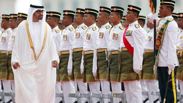Scheich Muhammad bin Zayid Al Nahyan ist Kronprinz der Vereingten Arabischen Emirate, führt aber faktisch fast alle Amtsgeschäfte. Er lud Maudet nach Abu Dhabi ein.