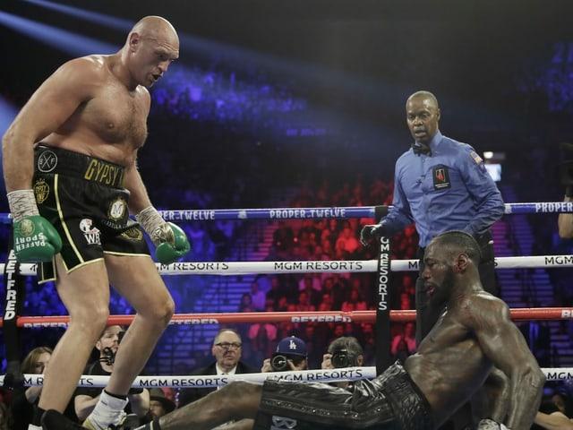 Tyson Fury zeigt Deontay Wilder den Meister.