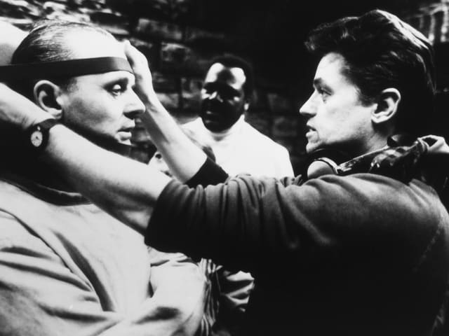 Jonathan Demme mit Anthony Hopkins auf dem Set.