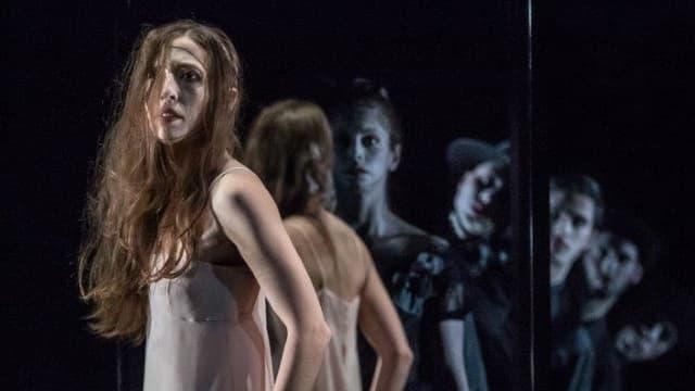 Zauberhaftes Spiel mit Spiegelungen: Szene aus «Kinder des Olymp» im Luzerner Theater.
