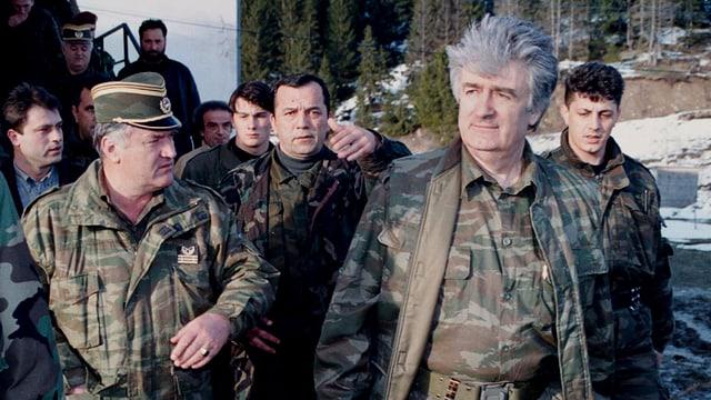 Mladic und Karadzic bei einer Frontbegehung.