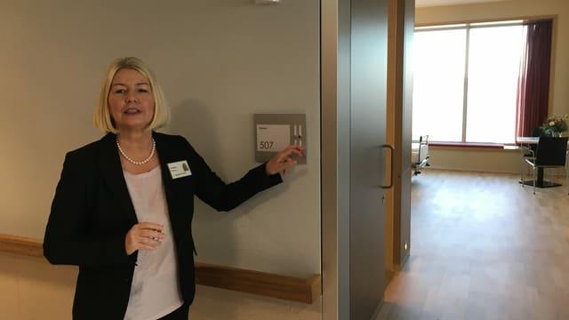 EIngang zu einem Spitalzimmer, Pflegedirektorin Rathgeb