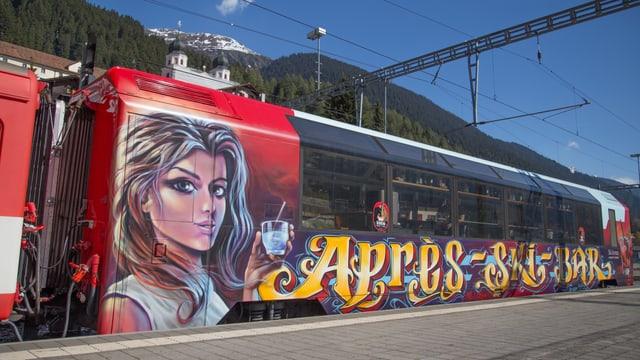 Cun grafit èsi scrit e malegia sin il car dal tren.