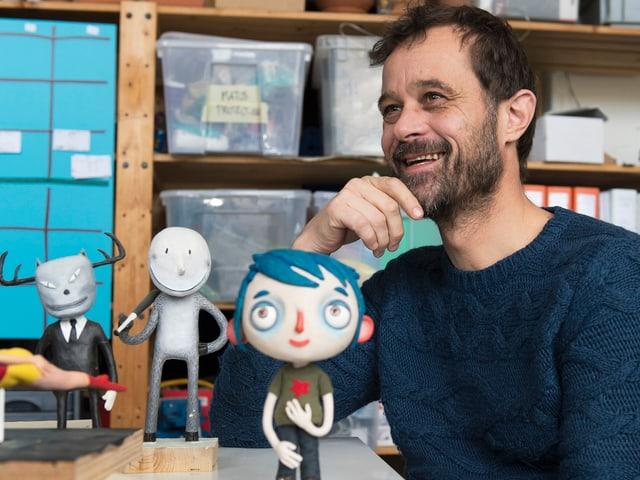 Claude Barras, im Vordergrund die Puppe von Courgette.