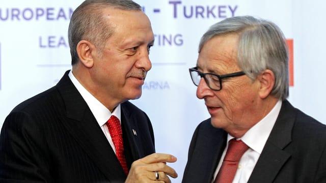 Der türkische Präsident Erdogan und EU-Kommissionspräsident Jean-Claude Juncker im Gespräch.