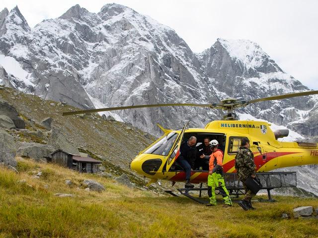 Parmelin im Helikopter