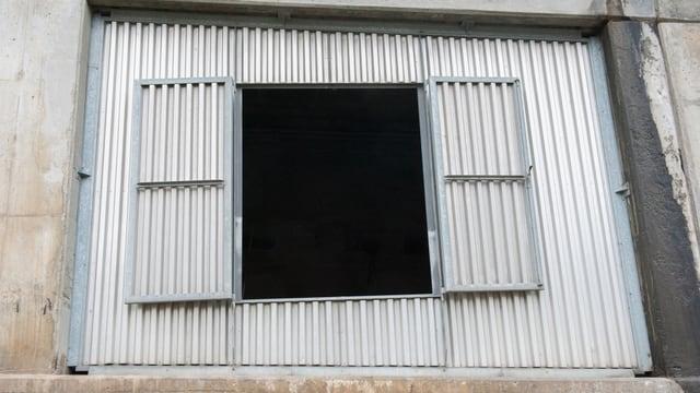 Questas portas vegnan remplazzadas cun elements da betun.