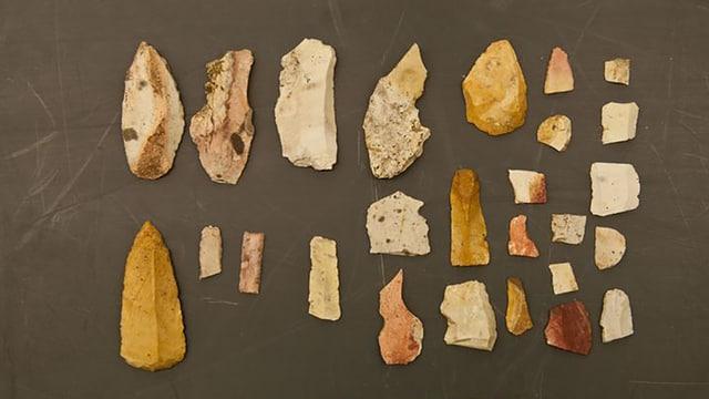 Verschiedene Werkzeuge aus Feuerstein.