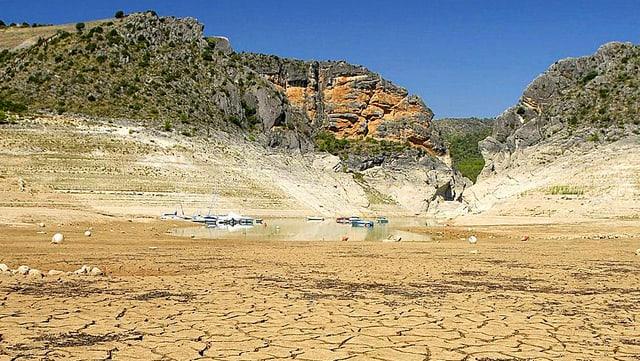 Der teilweise ausgetrocknete Seegrund des Stausees «Entrepeñas» im Südosten Spaniens.