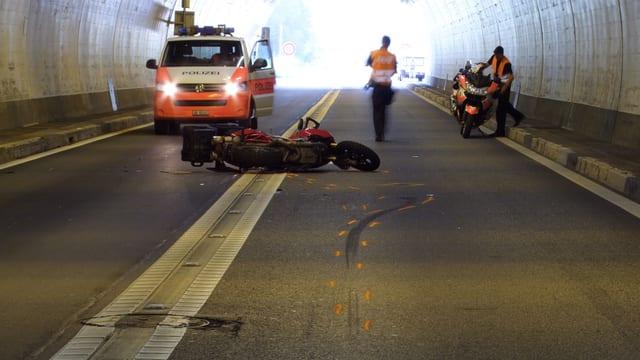 Accident da töf en il tunnel da Plazzas.