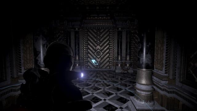 En kämpft sich durch den dunklen Palast.