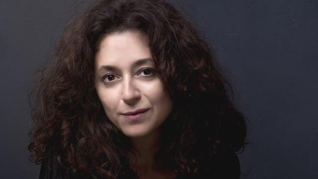 Porträt der türkischen Journalistin Ece Temelkuran.