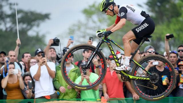 Nino Schurter während des MTB Cross-Country-Rennen an den Olympischen Spielen in Rio.