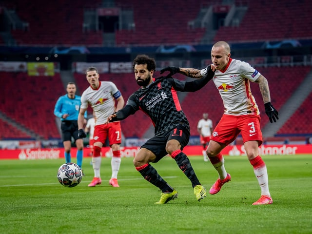 Liverpools Mohamed Salah und Leipzigs Angeliño.