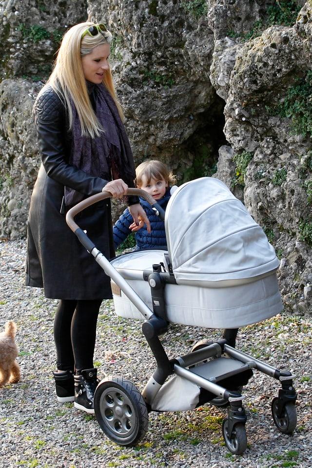 Michelle Hunziker geniesst die Sonne mit ihren Kindern Sole und Celeste.