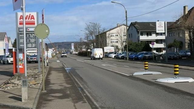 Rheinstrasse mit ein paar wenigen Autos.