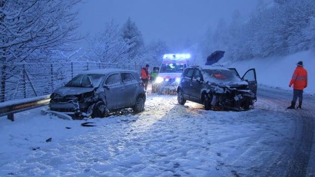 Il lieu d'accident cun ils 2 autos che han in donn tota.